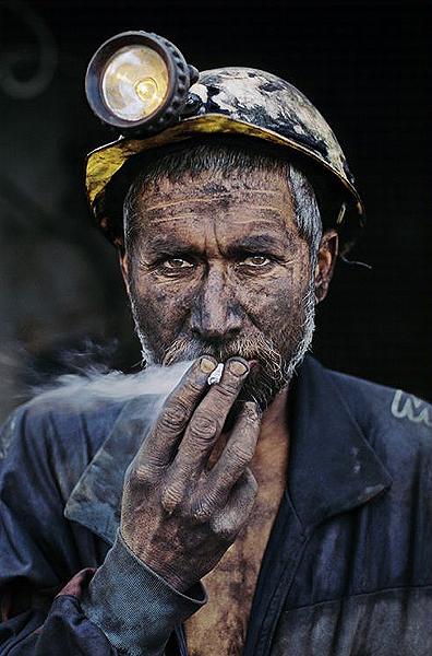 Pul-i-Kumri, Afghanistan, 2002 - Steve McCurry